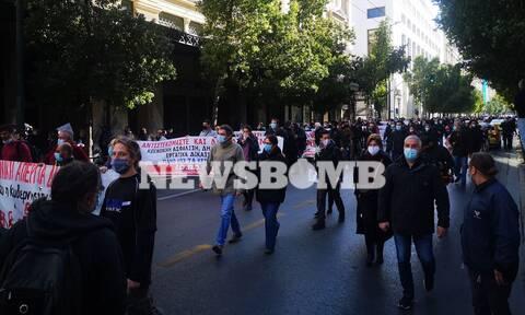 Ρεπορτάζ Newsbomb.gr: Πορεία σωματείων στο κέντρο της Αθήνας - Ισχυρές αστυνομικές δυνάμεις
