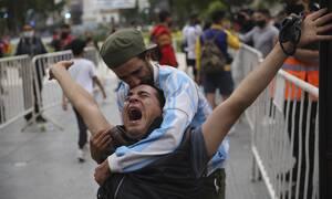 Ντιέγκο Μαραντόνα: Σε λαϊκό προσκύνημα η σορός του – Δείτε ζωντανή εικόνα