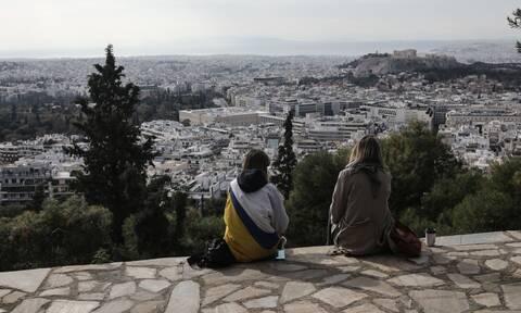 ECDC: Φόβοι για «έκρηξη» κρουσμάτων μετά τα Χριστούγεννα - Τι προβλέπει για την άρση των μέτρων