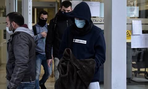 Φονικό Σπέτσες: «Κάρφωσε 3 μαχαιριές στο παιδί μου και το πέταξε»-Συγκλονίζει η μητέρα του 26χρονου