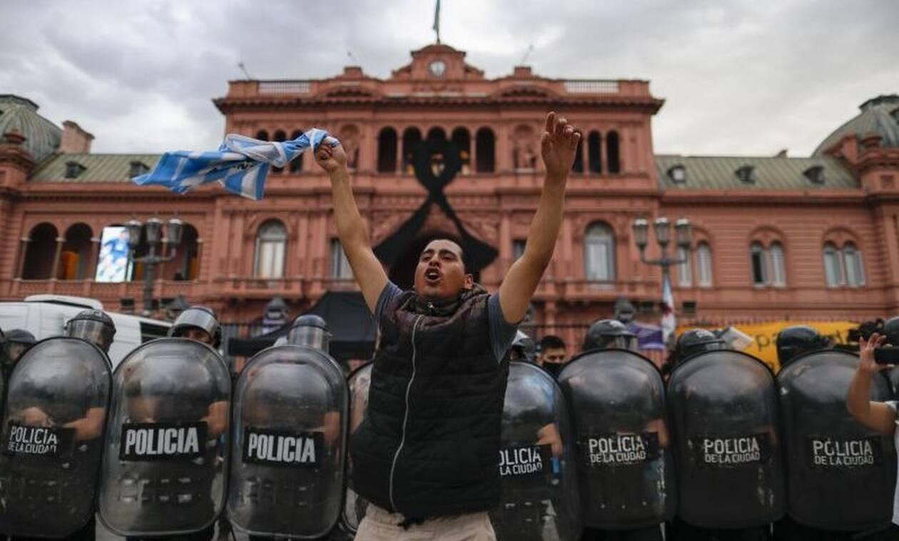 Κηδεία Μαραντόνα: Επεισόδια στο Μπουένος Αιρες - Σκηνές χάους φοβούνται οι αρχές