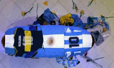 Κηδεία Μαραντόνα: Απίστευτο! Ο κόσμος ανάγκασε τις αρχές να δώσουν παράταση στο λαϊκό προσκύνημα