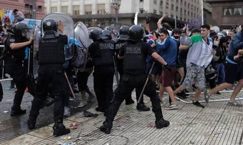 Κηδεία Μαραντόνα LIVE: Επεισόδια και χάος στην Αργεντινή – Σταμάτησε το λαϊκό προσκύνημα