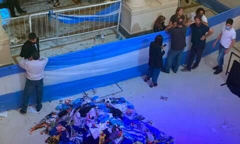 Οργή για τις σέλφι με τον νεκρό Ντιέγκο Μαραντόνα - «Θα τους βάλω φυλακή» λέει ο δικηγόρος του