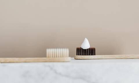 «Θα μακρύνουν γρηγορότερα τα νύχια μου αν βάζω πάνω οδοντόκρεμα;»