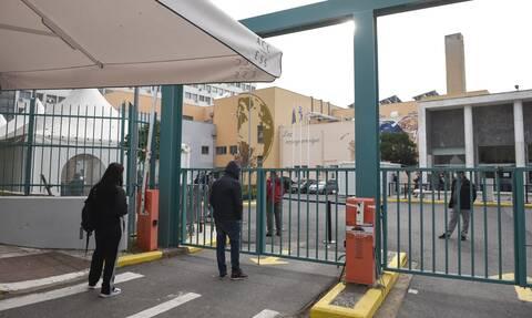 Κορονοϊός-ΠΟΕΔΗΝ: «Βουλιάζουν» τα νοσοκομεία της Θεσσαλονίκης-110 εισαγωγές σε λίγες ώρες στο ΑΧΕΠΑ