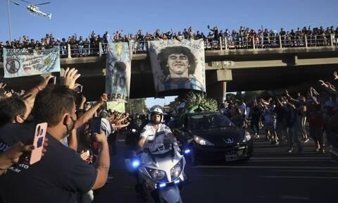 Ντιέγκο Μαραντόνα: Τρέμουν την έξαρση του κορονοϊού μετά το λαϊκό προσκύνημα