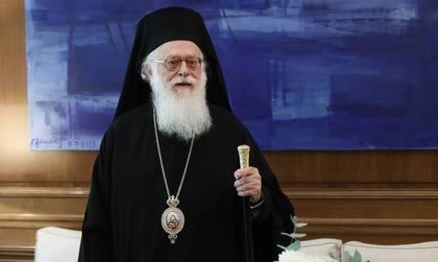Κορoνοϊός: Με πυρετό ξανά ο Αρχιεπίσκοπος Αλβανίας Αναστάσιος