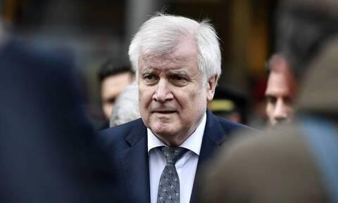 Γερμανία: Ο Ζεεχόφερ θέλει να ξαναρχίσουν οι απελάσεις στη Συρία