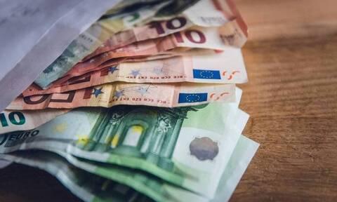 «Βρέχει» λεφτά μέχρι τέλος του χρόνου: Οι 9 πληρωμές - Ποιους αφορούν