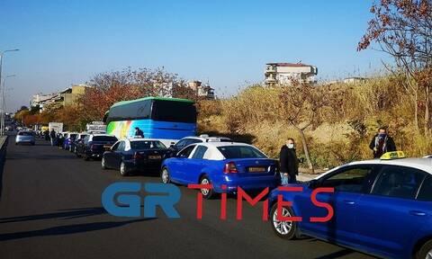 Θεσσαλονίκη: Μεγάλη κινητοποίηση οδηγών ταξί - Θα παραδώσουν επιστολή στον πρωθυπουργό