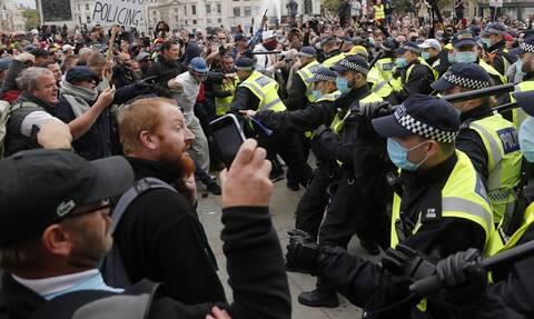 Βρετανία: Δεκάδες συλλήψεις κατά τη διάρκεια διαδηλώσεων εναντίον του lockdown