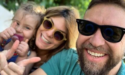 Γιάννης Βαρδής: Μπήκε στην κουζίνα κι έφτιαξε banana bread με την κόρη του