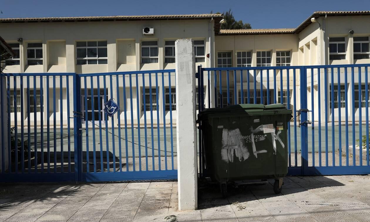Κορονοϊός-Συναγερμός στην Βόρεια Ελλάδα: Ζέρβας - Τζιτζικώστας ζήτησαν να μείνουν κλειστά τα σχολεία