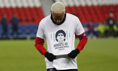 Ντιέγκο Μαραντόνα: Συγκίνηση! Το ποδόσφαιρο αποχαιρετά τον «Θεό» του (videos+photos)