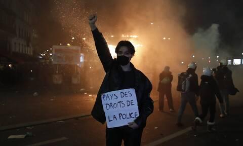 Γαλλία: Στον δικαστή οδηγήθηκαν οι 4 αστυνομικοί - Kατηγορούνται για τον ξυλοδαρμό μαύρου μουσικού