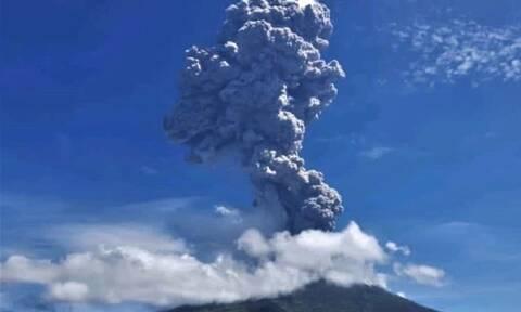 Ινδονησία - Έκρηξη στο ηφαίστειο Λεβοτόλο: Καπνός και τέφρα – Εντυπωσιακές εικόνες (pics - vid)