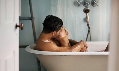Έρευνα: Δεν θα πιστεύεις πόσο σπάνια πρέπει να κάνουμε μπάνιο!