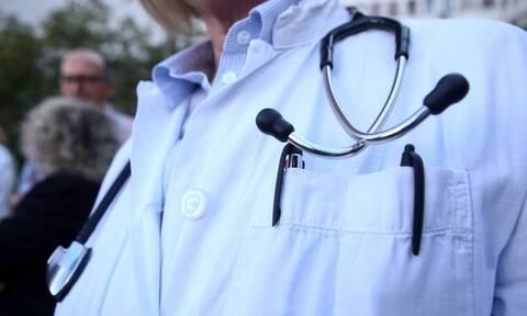 Κορονοϊός: Αντίδραση του Πανελλήνιου Ιατρικού Συλλόγου για τη διατίμηση στα τεστ covid-19