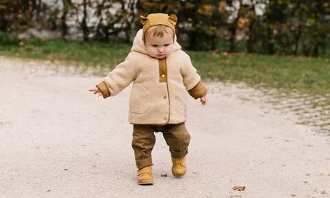 Γιατί το μωρό περπατάει στις μύτες των ποδιών του;