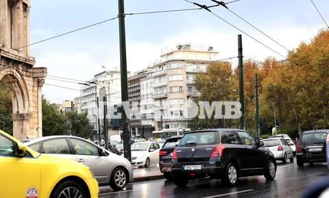 Ρεπορτάζ Newsbomb.gr: Μποτιλιάρισμα στο κέντρο της Αθήνας παρά το lockdown