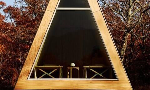 Ένα DIY ξύλινο σπίτι που μπορεί να συναρμολογήσει ο καθένας