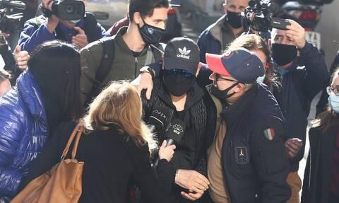 Σφακιανάκης: Άγνοια για την κοκαΐνη δηλώνει ο τραγουδιστής - Τι υποστηρίζει ο Κούγιας για το όπλο
