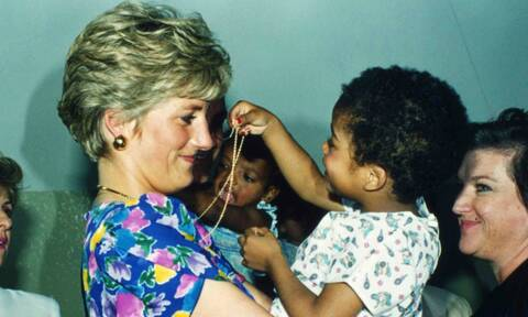 Πώς η Νταϊάνα άλλαξε τον τρόπο που αντιμετωπίζουμε το AIDS