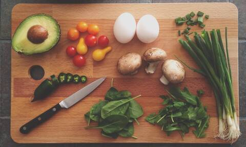 Ta viral Tik-Tok food hacks που πρέπει να δοκιμάσεις σε αυτή την καραντίνα