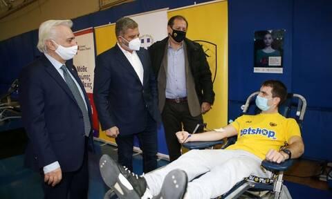 ΑΕΚ: Συναγερμός μετά την ανακοίνωση Πατούλη πως βρέθηκε θετικός στον κορονοϊό (pics)