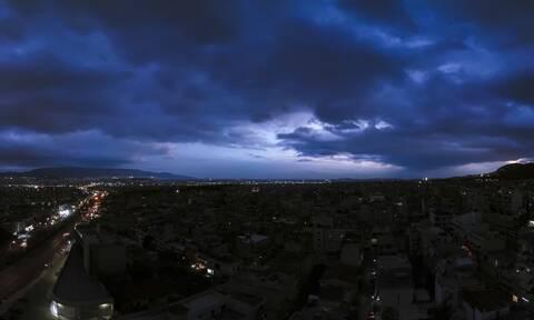 Καιρός: Πλησιάζει νέο ισχυρό σύστημα - Πότε θα φέρει βροχές και καταιγίδες
