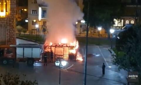 Βόλος: Κάηκε η φάτνη στο προαύλιο του Αγίου Νικολάου (vid)