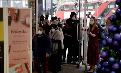 Κορονοϊός – Αγγλία: Χαμός στο Λονδίνο μετά την άρση του lockdown - Ουρές έξω από τα καταστήματα