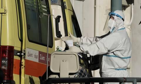 Καπραβέλος στο Newsbomb.gr: Επικίνδυνο να «ανοίξουμε» τώρα - Θα ενισχύσουμε τις εστίες υπερμετάδοσης