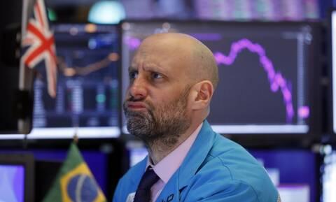 Μικτά πρόσημα αλλά και νέα ρεκόρ η Wall Street - Άνοδος στην τιμή του πετρελαίου