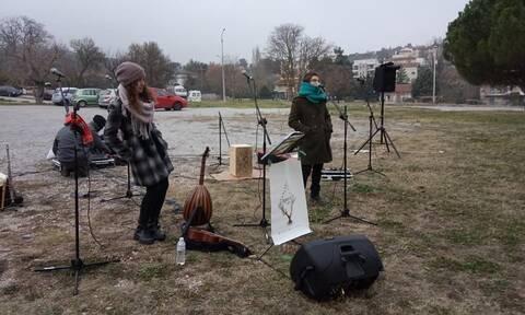 Νότα αισιοδοξίας: Έπαιξαν μουσική για ασθενείς και προσωπικό του «Παπανικολάου» (vid)