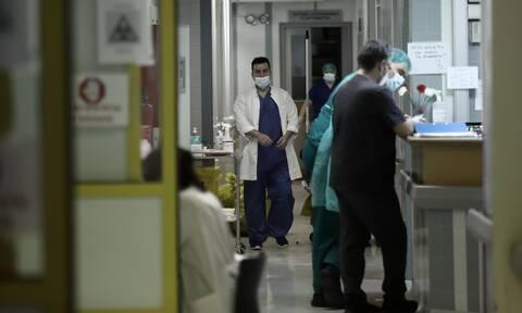 Κορονοϊός: Συνθήκες ασφυξίας στο ΕΣΥ! Πόσοι νοσηλεύονται και πόσα εξιτήρια δόθηκαν