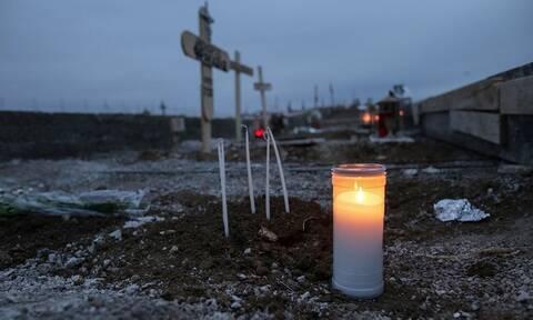 Θεσσαλονίκη - Ανατριχιαστικές εικόνες: Ανοίγουν τάφους για νεκρούς από κορονοϊό (photos)