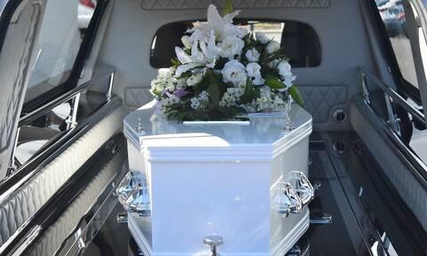 Απίστευτο περιστατικό σε κηδεία: Απαγόρευσαν την είσοδο στον νεκρό (vid)