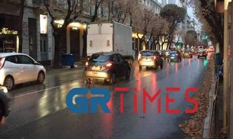 Θεσσαλονίκη - Κορονοϊός: Χαμός στο κέντρο από κίνηση παρά το lockdown (vid)