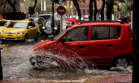 Καιρός σήμερα: Άνοιξαν οι ουρανοί στην Αττική - Δείτε πού βρέχει ΤΩΡΑ