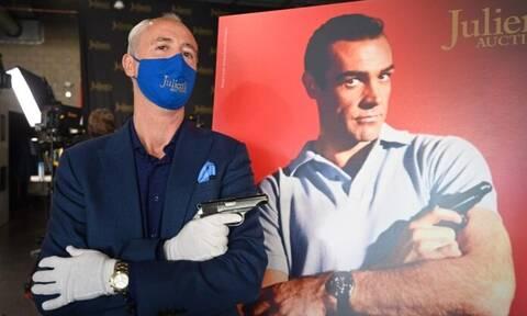 Το πιστόλι του Σον Κόνερι στον πρώτο «Τζέιμς Μποντ» πουλήθηκε έναντι 256.000 δολαρίων
