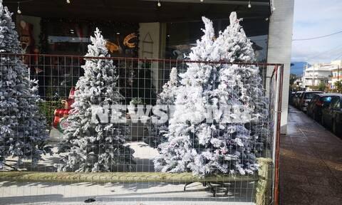 Ρεπορτάζ Newsbomb.gr: Πυρετώδεις οι προετοιμασίες στα χριστουγεννιάτικα μαγαζιά - «Ψώνια με προσοχή»