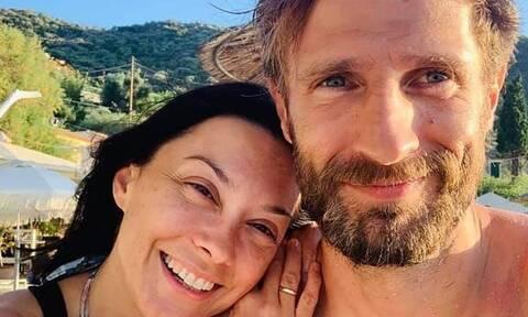 Μάξιμος Μουμούρης: Δείτε την οικογενειακή φώτο που δημοσίευσε η γυναίκα του