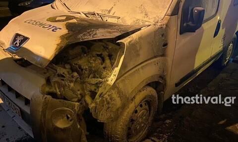 Θεσσαλονίκη: Εμπρηστική επίθεση σε όχημα εταιρείας κινητής τηλεφωνίας (pics)