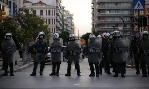 Η ΕΛ.ΑΣ. παραλαμβάνει 13.000 χειροβομβίδες δακρυγόνων έναντι 615.000 ευρώ
