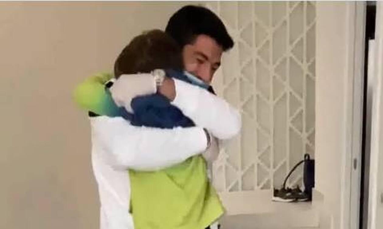 Κορονοϊός - Συγκινητική στιγμή: Ο Σουάρες ανάρρωσε και συνάντησε ξανά τα παιδιά του (video)