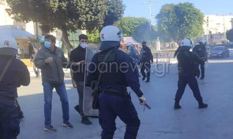 Αλέξης Γρηγορόπουλος: Επεισόδια στα Χανιά - Συγκρούσεις ΜΑΤ με διαδηλωτές
