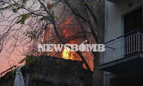 Φωτιά ΤΩΡΑ σε σπίτι στα Εξάρχεια