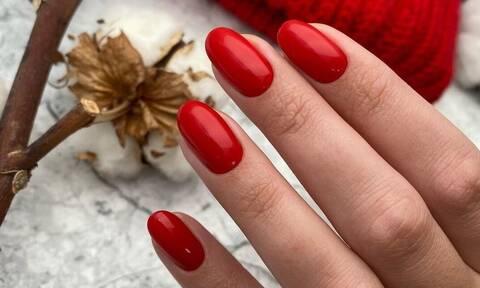 Πέντε κόκκινα βερνίκια για να βάψεις μόνη σου τα νύχια σου τα Χριστούγεννα